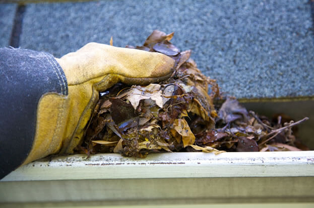 how to clean roof gutters