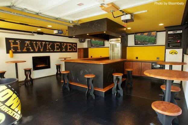 Charmant Iowa Man Cave
