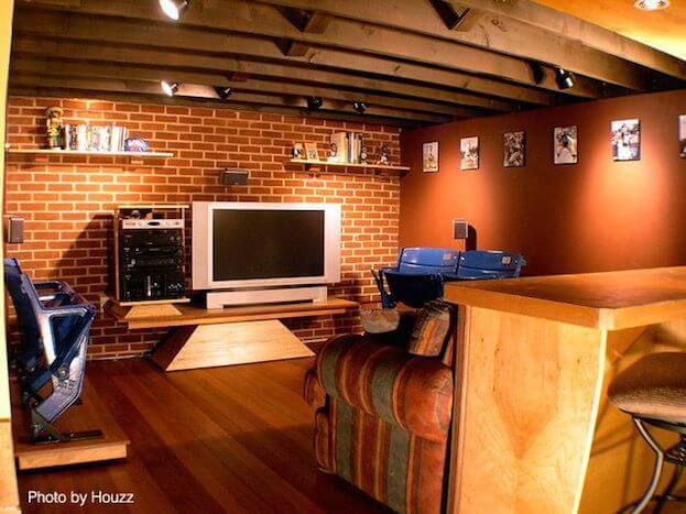 Superbe Man Cave With Hardwood