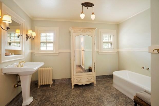 Antique Bathroom Design: Vintage Bathroom Décor