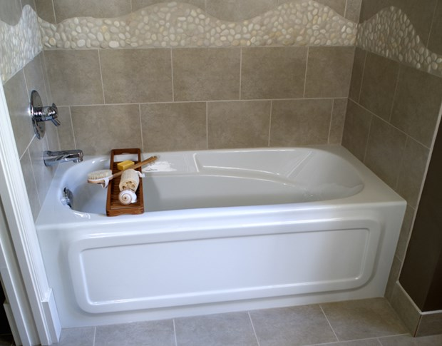 Deep bathtubs for small bathrooms soaking tubs for small for How big is a standard tub