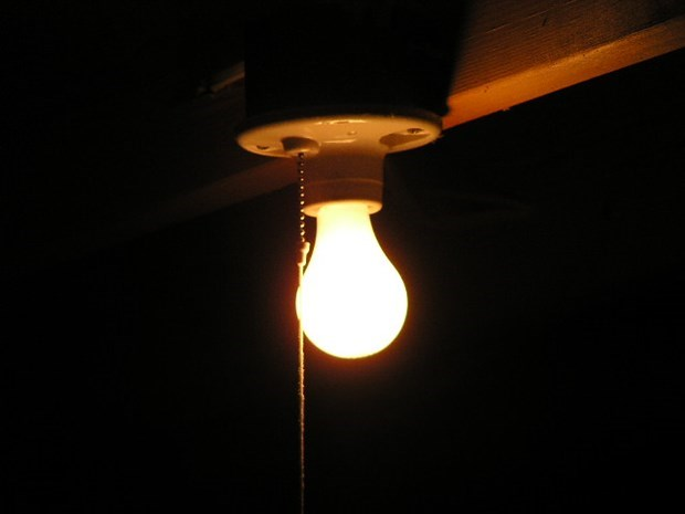 How To Remove A Stuck Broken Light Bulb Diy Tips For