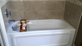 How To Re-Caulk A Bathtub