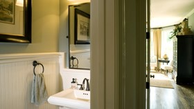 Powder Room Décor That Will Impress Your Guests