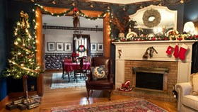 Decorate Your Fireplace For The Holidays