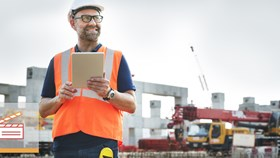 Video: What's The Difference Between An Architect & A Construction Manager?