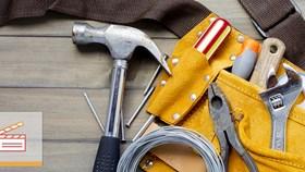 Video: When Should I Hire A Specialist Versus A Handyman?