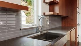 The Pros & Cons Of A Farmhouse Sink