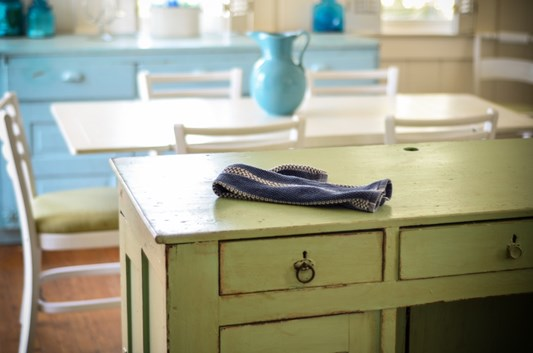 How to paint your kitchen table chairs diy paint for Pool folieren