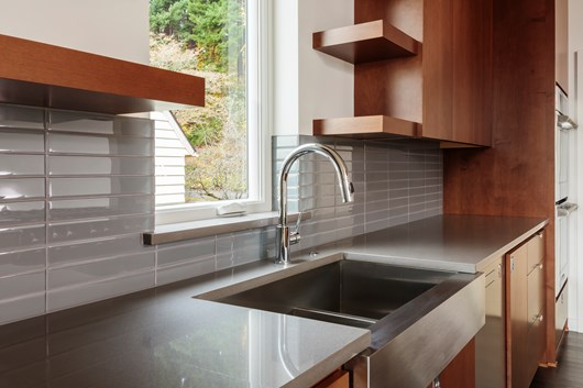 The Pros Cons Of A Farmhouse Sink Sinks