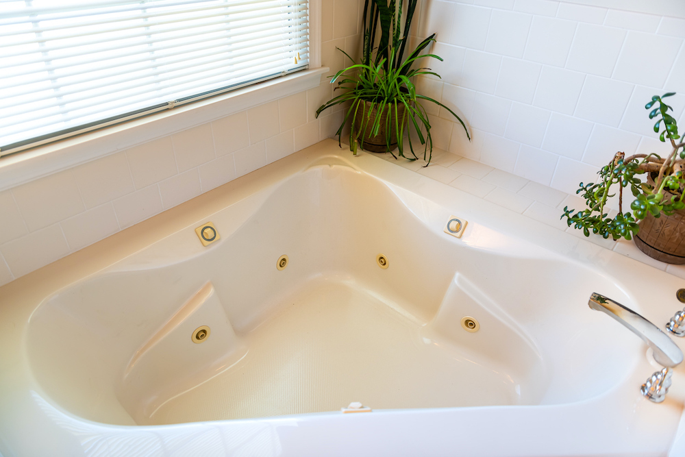 2021 Jacuzzi Bathtub Prices Jetted Tub Prices Average Cost Of Installing A Jacuzzi Tub
