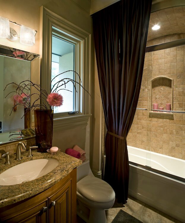 Small Bathroom: Arched Ceilings
