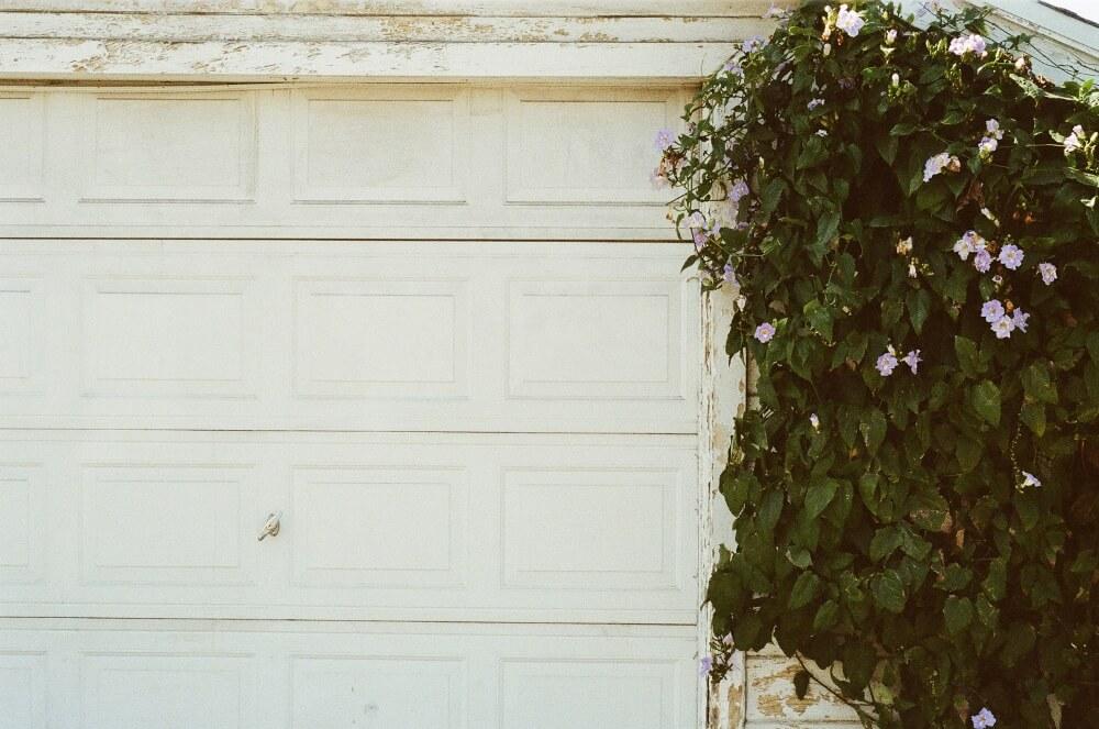 صيانة باب المرآب