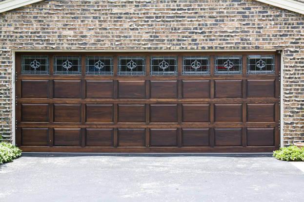 باب المرآب الخشب