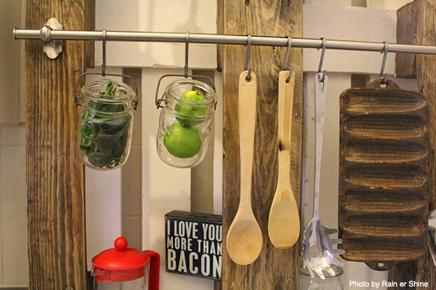 The wall-mounted pallet offers the perfect foundation where you can put your pot racks and magnetic strips in one place.