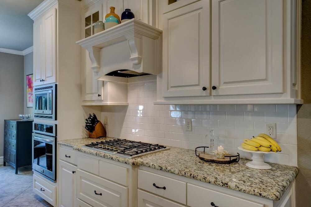 Vinegar Cleaning Kitchen Cabinet Doors