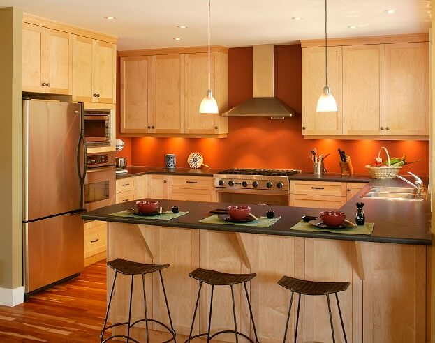 6 bold trendy kitchen paint color ideas for Accent wall color ideas for kitchen